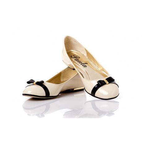 Jasnobeżowe baleriny lakierowane z kokardką damskie PAULA