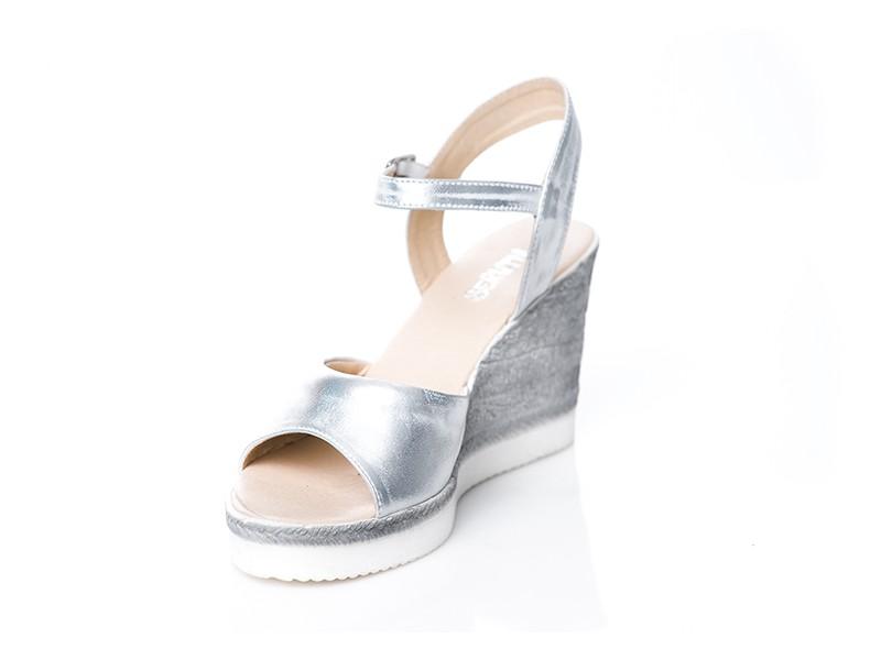 bc8ef721232fd Srebrne sandały ze skóry na koturnie SERWIN - Skora24